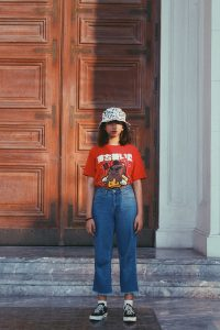 Read more about the article Grunge Aesthetic Girl Looks For Any Casual Closet